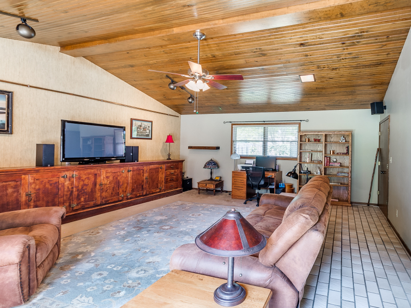 14-beckley-family-room-2