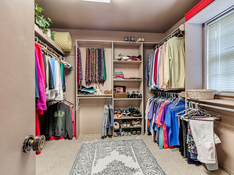 14-beckley-master-bedroom-closet