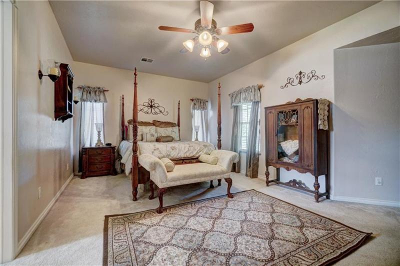 12-janice-ln-shawnee-ok-master-bedroom
