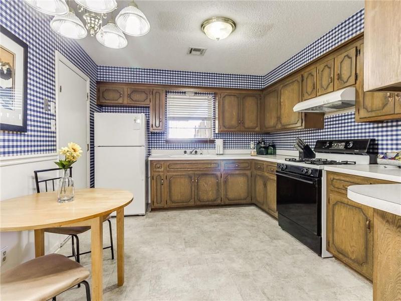 2105-n-mckinley-ave-shawnee-ok-kitchen