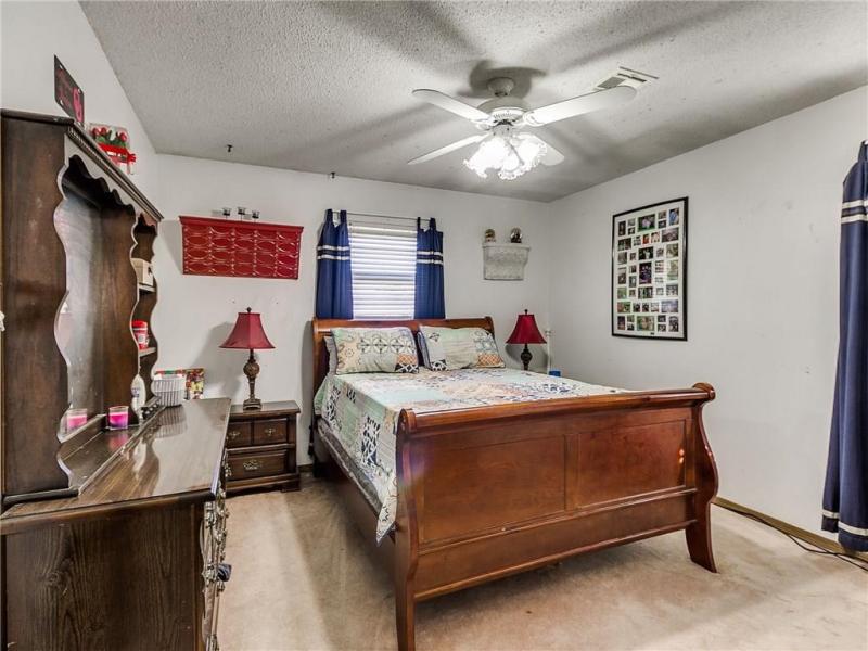 2105-n-mckinley-ave-shawnee-ok-master-bedroom