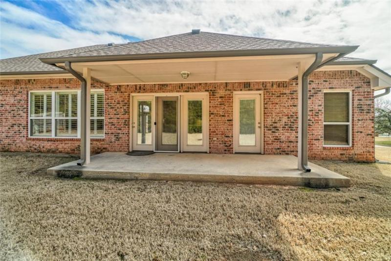 4408-lilly-valley-shawnee-ok-back-covered-patio