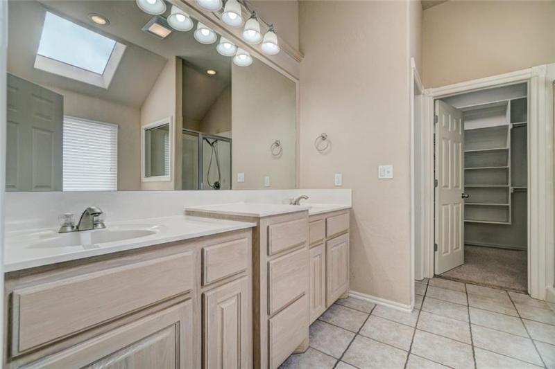 4408-lilly-valley-shawnee-ok-master-bathroom