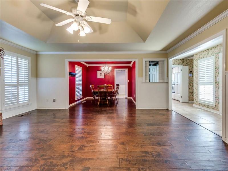 60_Northridge_Road-living-room-2