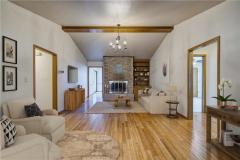 813-madeline-dr-shawnee-living-room