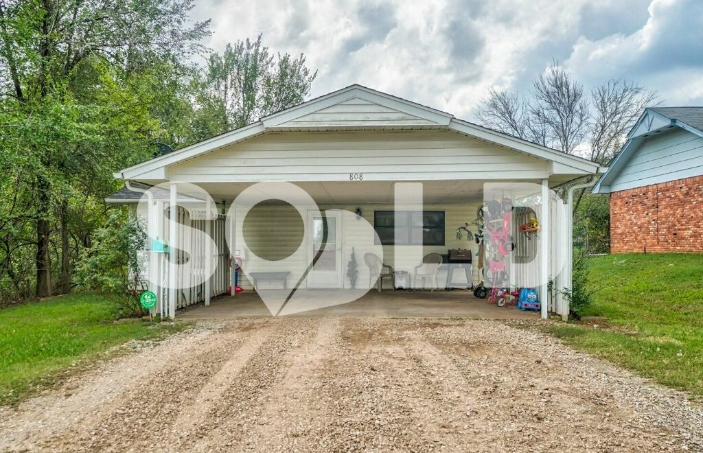 808 E Walnut St, Tecumseh, OK 74873 is sold and closed